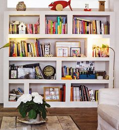 bookshelves look way more interestesting with pictures/clocks/trinkets between books