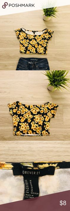 """Forever 21 Floral Crop Floral crop top in good condition, Medium but fits like a size small.  L 12"""" W 12"""" Forever 21 Tops Crop Tops"""