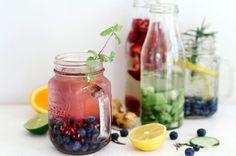 Fruit water maken is een echte hype aan het worden. En het is ook nog eens lekker en gezond. Wij hebben de vier beste recepten voor jou uitgezocht.