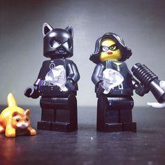 Cat Burglars #catburglar #catwoman #lego #legostagram #instalego #bricknetwork #bricksinfocus #mylego #legominifigures #legominifigures #afol #legofuntime #toyphotography #crime #dccomics #legocatwoman #legogram by lego_funtime