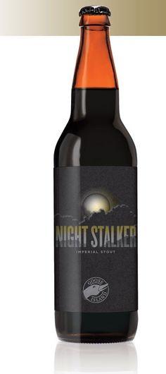 Cerveja Goose Island Night Stalker, estilo Russian Imperial Stout, produzida por Goose Island Brewery, Estados Unidos. 11.2% ABV de álcool.