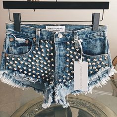 NEW IN #rwdz #shorts #love #summer #vacation #runwaydreamz #ootd #levis #denim #omg #hipster #look