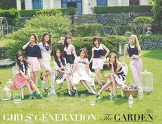 Pretty snsd group picture with Jessica in it