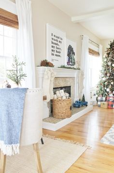 Holiday Houswalk Mantle-Lindsay Letters Art