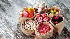 обои Разные сладости в мешочках фото