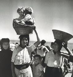 1954 - Nazare, Portugal - by Jean Dieuzade Vintage Photographs, Vintage Photos, Great Photos, Old Photos, Art Magique, Portuguese Culture, Photo Vintage, French Photographers, Lewis Carroll