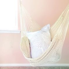 Is this not the most C O Z Y hammock you have ever seen!? After a full week of clearing clutter with clients and a Saturday workshop this organizer is read for a nap!   via @annareynal  How do you like to relax?
