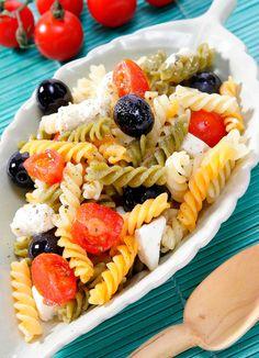 Ensalada de pasta con olivas negras