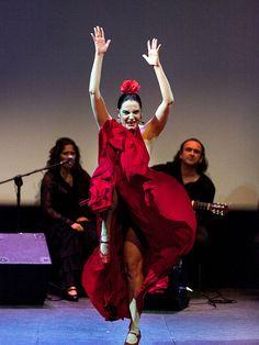 """Pilar Astola """"Bailando en plata"""" - Jueves flamencos Cajasol"""