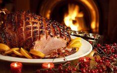 Τα Χριστούγεννα, η παράδοση των Ελλήνων προστάζει γαλοπούλα. Οι Άγγλοι και οι Αμερικανοί όμως, εκτός από γαλοπούλα εντάσσουν στο εορταστικό τους δείπνο, κάτι ακόμα καλύτερο και αυτό είναι το χοιρινό μπούτι, γνωστό και ως ham. Πώς μπορούμε να φτιάξουμε όμως, το πιο νόστιμο ham;