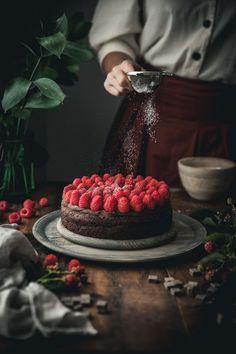 Healthy Dessert Recipes 783907878871694141 - Grain-free Chocolate Raspberry Cake Source by Healthy Dessert Recipes, Gluten Free Desserts, Baking Recipes, Healthy Baking, Delicious Recipes, Sweet Recipes, Chocolate Raspberry Cake, Cake Chocolate, Dark Food Photography
