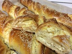 Halumi Cheese Recipes, Yummy Snacks, Yummy Food, Food Network Recipes, Cooking Recipes, Greek Sweets, Sweet Breakfast, Greek Recipes, International Recipes