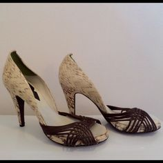 """💋GUILLAUME HINFRAY Beige Brown Snakeskin D'Orsay From Italian shoe designer Guillaume HINFRAY come these chic pumps. Features include: Made of snakeskin &leather  Peeptoe D'Orsay style, slip in Brown leather straps over the toe area Lined in light silver satin  Brown leather logo patch inside Leather soles w/very little wear High 4.25"""" snakeskin covered heel .50"""" platform Will arrive w/dust bag (not original) Overall in very good to excellent condition. Very little wear on the soles…"""