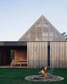 Forest House in Auckland, New Zealand by @fearonhay. . . . . . . #_roomonfire #fearonhay #fearonhayarchitects #newzealand #foresthouse #auckland #nz #architecture #interiors #interiordesign #timber #concrete #black #fire #firepit #timbercladding #facade