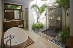beautiful light bright balinese bathroom slate pebbles and darkwood…