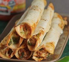 Baked Chicken and Spinach Flautas Yum this sounds good. I love flautas but don't need the fried food. Food For Thought, Think Food, I Love Food, Good Food, Yummy Food, Tapas, Great Recipes, Favorite Recipes, Easy Recipes