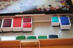 DIY watercolor tin set (I am a prang fan but I l'll have to try this)
