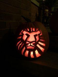 Lion King pumpkin carving Cute Pumpkin Carving, Disney Pumpkin Carving, Pumpkin Carving Contest, Pumpkin Carving Patterns, Pumpkin Stencil, Diy Pumpkin, Spooky Pumpkin, Carving Pumpkins, Pumpkin Ideas