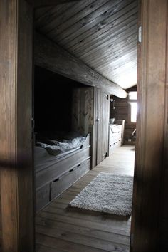 a little dark right now, but I like it----wood bunk room Alcove Bed, Bed Nook, Mountain Home Interiors, Cabin Interiors, Built In Bed, Bunk Rooms, Design Your Dream House, Cabin Design, Cozy Cabin