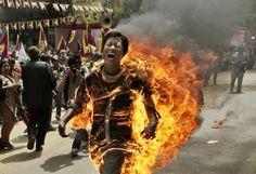 panorama - Giovane tibetano si dà fuoco contro Hu Jintao