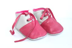 Babyschuhe // Pink baby shoes by OwoShoes via DaWanda.com