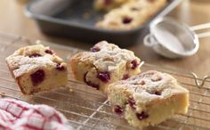 Recipe Details : White Chocolate Raspberry Brownies by Food Network South Africa Tray Bake Recipes, Easy Baking Recipes, Brownie Recipes, Dessert Recipes, Retro Recipes, Dessert Bars, Baking Ideas, Cheesecake Recipes, Cookie Recipes
