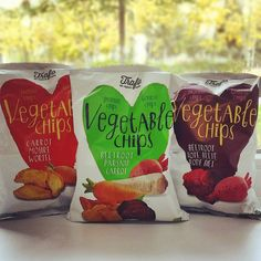 Przepyszne i ultra zdrowe chipsy. Idealne na przekąskę między posiłkami. Buraczki marchewka i pasternak. Polecamy!  #biomarketpoznan #vegan #poznan #instagood #instalike #instafood #followme #love #lifestyle #amazing #healthyhabits #healthy #chips #beetroot #carrot #parsnip #yummy #foodie #foodporn