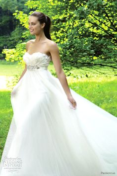 Dreamy wedding dress. Pronovias 2012