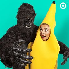 """Behold the most ap""""peel""""ing couples Halloween costume yet - a gorilla and his beloved banana. Cute Halloween Costumes, Couple Halloween, Adult Halloween, Diy Costumes, Adult Costumes, Halloween Decorations, Costume Ideas, Happy Halloween, Sorority Costumes"""