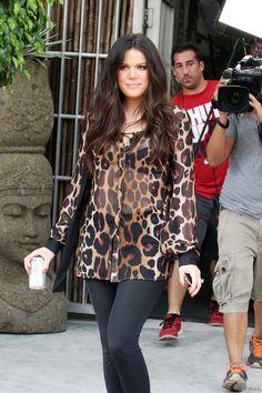 Kim Kourtney and Khloe Kardashian wearing Kardashian Kollection at Photo Shoot in Miami Kardashian Kollection, Kardashian Jenner, Kourtney Kardashian, British Store, Kardashian Dresses, Kim And Kourtney, Kyle Jenner, Jenner Family, Dress Codes