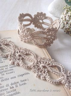 Tutti guardano le nuvole: Ispirazioni a Crochet crochet ideas for teens Crochet Jewelry Patterns, Crochet Accessories, Crochet Ideas, Wire Crochet, Thread Crochet, Crochet Bracelet, Crochet Earrings, Bijoux Shabby Chic, Crochet Bookmarks