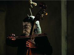 """Na quinta, dia 18, o Sesc Pompeia recebe o artista plástico, cineasta e escritor Manu Maltez, que apresenta o show """"O Diabo Era Mais Embaixo"""", com composições feitas para a trilha sonora do média-metragem."""