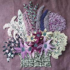 4ème #broderie panier fleuri #creationpersonnelle #broderiecreative #fils en #laine #wool #lana #embroidery #ricamo #stumpwork #pointdenoeud #decorationinterieur #homedecor