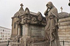 tumba en el presbitero maestro