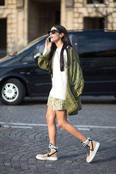 ストリートファッション。このナイキのスニーカーはなんだろう。