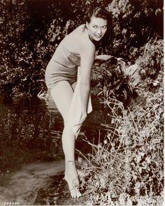 Yvonne-De-Carlo-Feet-759116.jpg (1200×1500)