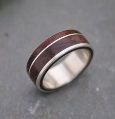 Riche brun nacascolo bois avec une ligne de rayure et de décalage du côté de sterling silver incrustation. Cette conception unique, moderne et