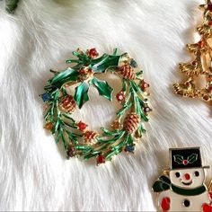 green red gold tone bow Gerry/'s Signed Xmas Pin Christmas Wreath Book Piece!