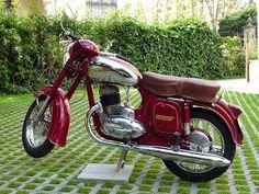 Jawa-ČZ 250 typ 353.04 Yezdi Roadking, Moto Jawa, Vespa Girl, Retro Bike, Old Motorcycles, Old Bikes, Vintage Bikes, Motorbikes, Vehicles