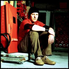 See Elliott Smith pictures, photo shoots, and listen online to the latest music. Paris 3, Rest In Peace, Latest Music, Playing Guitar, Good People, Cool Photos, Photoshoot, 3 Avril, Gallery