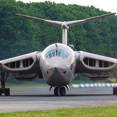 Swipe ➡️ ➡️ ➡️ ➡️ ➡️ ➡️ —————————————— Teasin' Tina Handley Page Victor K2 XM715 —————————————— #av_spotters_online #nostalgicmoment #bidze78 #cockpitview #travel✈️ #victor #planesdaily #aviationdaily #aviationphotography #aviationworld #fromthepast #coldwarjets #excellentaviation #vforce #twittervforce #aviation_vk #wanderlusting #detailersofinstagram #swipeable #swiperight #swipeleft #panols #pannify #spincle #instaswipe #instagrid #panoramaview #photosphere #pano #panoramic