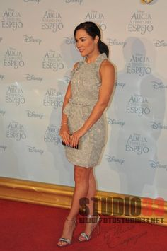 Eva Marciel wore Ana Locking SS16 dress, Lodi silver sandals, Mibuh  clutch, Diamonfire bracelet And ring And Earrings Viceroy in Alicia através del espejo Premiere in Madrid (Photo Studio 33)  STYLED BY ME Sonia Hernandez