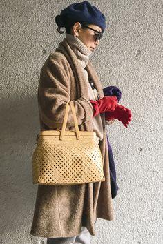 50代からのおしゃれ学。冬に「色」を上手に取り入れる3つの方法 | 服飾ディレクター岡本敬子さん提案「好きな服を自由に着る!」 | mi-mollet(ミモレ) | 明日の私は、もっと楽しい Mature Fashion, Love Fashion, Fashion Beauty, Girl Fashion, Winter Fashion, Fashion Outfits, Womens Fashion, Fashion Design, Winter Wear