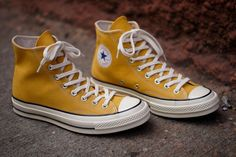 Sneakers Converse First String Chuck Taylor All Star Hi - Yellow Converse All Star, Mode Converse, Yellow Converse, Converse Shoes Men, Colored Converse, Custom Converse, Converse High, Women's Dresses, Zapatos Shoes