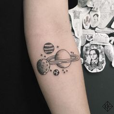 Planet Tattoo: drawings for astronomy lovers - Tattoos for Couples,Tattoos for Women Bild Tattoos, Body Art Tattoos, Tattoo Drawings, Tatoos, Tattoos For Lovers, Tattoos For Guys, Tattoos For Women, Little Tattoos, Small Tattoos
