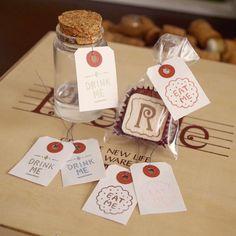 タグ作り*\(^o^)/* とりあえずある物で作ったけど、紙とか色とかもう少し工夫できそう  お菓子作りが得意な人には、重宝するかなー  #消しゴムはんこ #ハンドメイド #タグ #アリス #eraserstamp #rubberstamp #original #handmade #lettering #eatme #drinkme #design #aliceinwonderland #fantasy #stationery #craft