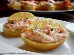 Falešná humrová pomazánka      75 g jemně strouhané mrkve     75 g jemně strouhaného celeru     2 lžíce pažitky     1 jemně strouhaný stroužek česneku     čerstvá šťáva ze 1/4 citrónu     sůl, pepř     1,5 lžíce kysané smetany     1 lžíce majonézy Baked Potato, Cantaloupe, Dips, Paleo, Potatoes, Baking, Fruit, Ethnic Recipes, Food