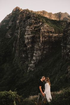 We hiked up the Crouching Lion for these engagements, which is definitely not an easy hike! Its pretty much straight uphill for a solid 20 minutes, sliding on dirt and holding onto roots and branch…