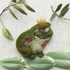 Cute Needle felting project felted wool animals frog Prince(Via @topolyushka)