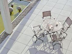 einladende Terrasse mit PODIUM Großplatten von Braun Steine.
